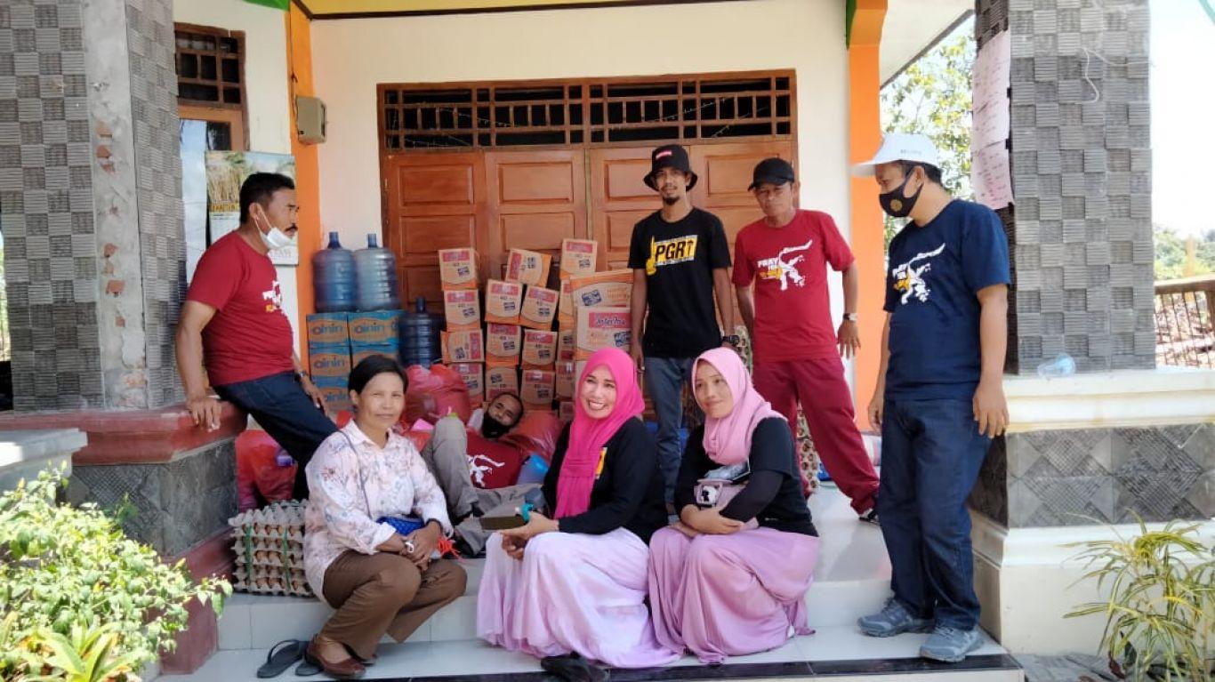 penyerahan bantuan pgri kab. luwu untuk korban bencana angin puting beliung di desa salupao kecamatan lamasi timur